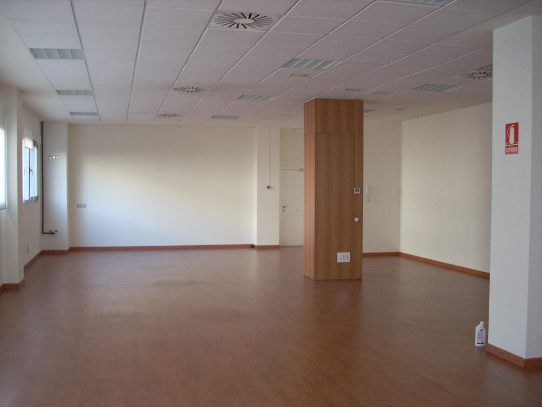 Alquiler de oficinas aulas salas y despachos para for Alquiler de oficinas en madrid